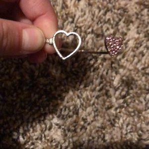 Metal bracelet with 2 hearts one pink